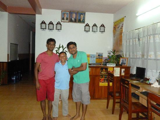 Bun Kao Guesthouse: @Reception with Bun Kao
