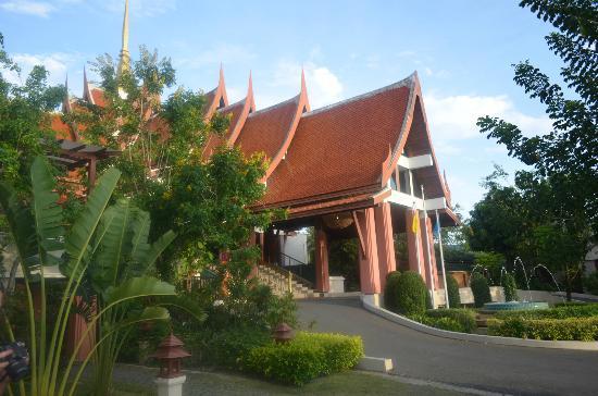 Samui Buri Beach Resort: вход в гостиницу