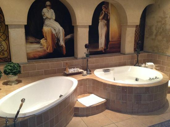 Castello di Monte: Honeymoon Suite bathroom-just gorgeous.....