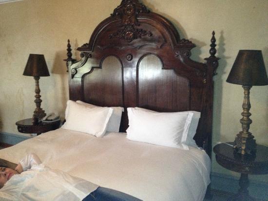 Castello di Monte: Honeymoon Suite bed.....