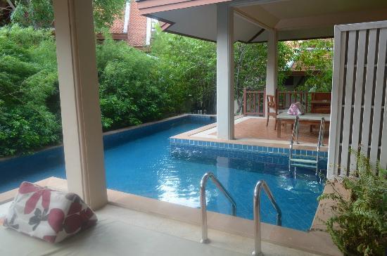 Samui Buri Beach Resort: номер с бассейном
