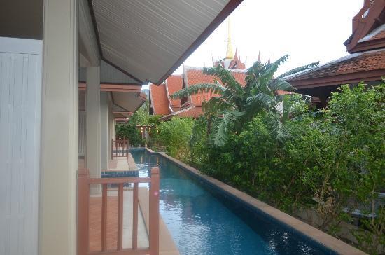 Samui Buri Beach Resort: номер с общим бассейном