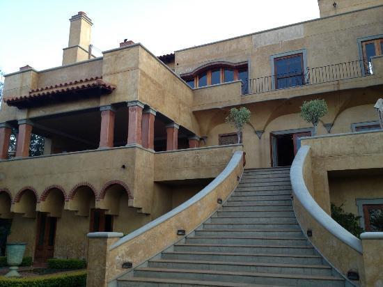 Castello di Monte: The rear of the hotel