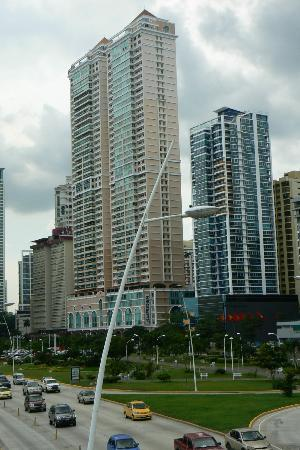 Le Meridien Panama: Hotel from the outside