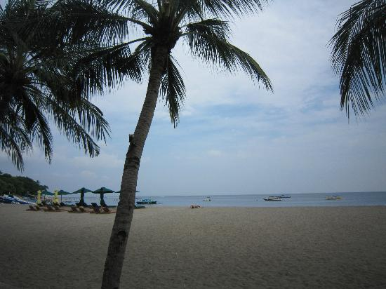 The Santosa Villas & Resort: The beach in front of the resort