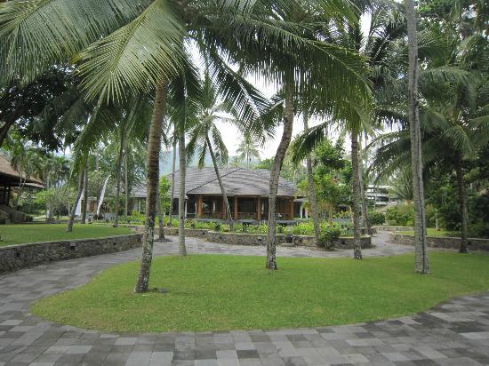 The Santosa Villas & Resort: The gardens