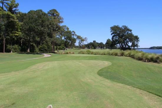 Glen Dornoch Waterway Golf Links : Down the fairway