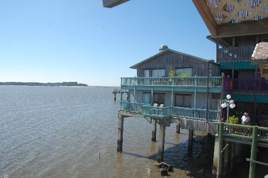 Cedar Key Harbour Master Suites: Forget Me Not suite on lower deck of hotel