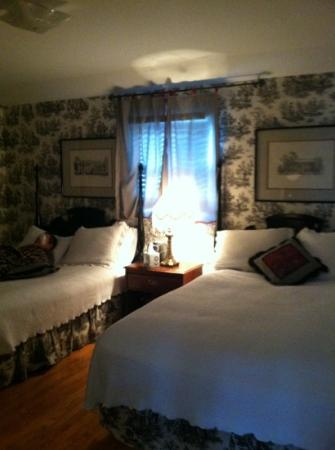 "Carriage Lane Inn: our bedroom ""west Tenneesse"