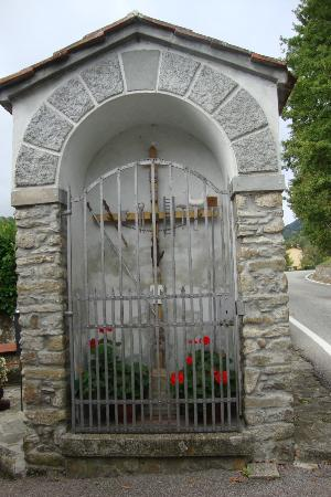Borgo Isora: at the street