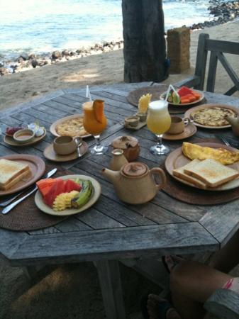 Alang-Alang Boutique Beach Hotel: petit déjeuner