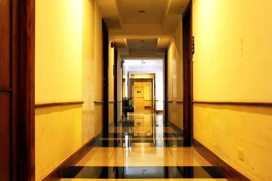 FuramaXclusive Sathorn: Hallway