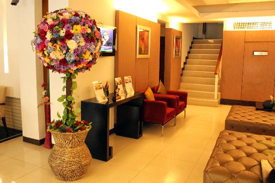 FuramaXclusive Sathorn: The lobby, yes, these are real, fresh flowers