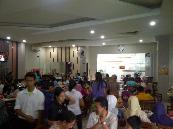 Bu Rudy Dharmahusada: Bu Rudy -- from entrance -- view of dining area.