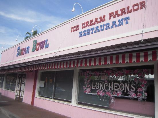 Sugar Bowl Ice Cream Parlor: Hot Fun !