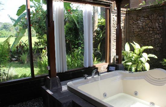 Tegal Sari: the outdoor bathroom jaccuzzi downstairs