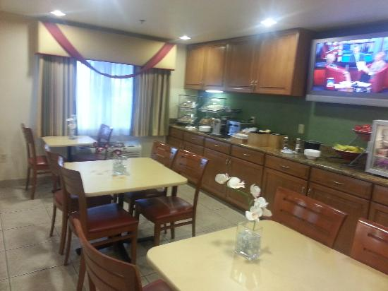 Fairfield Inn & Suites Phoenix North: Breakfast