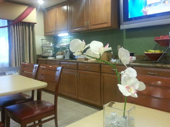 Fairfield Inn & Suites Phoenix North : Breakfast