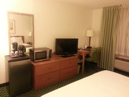 Fairfield Inn & Suites Phoenix North : LG TV and Microwave