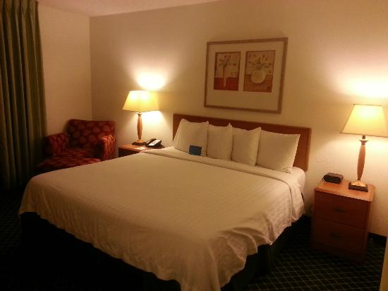 Fairfield Inn & Suites Phoenix North: Bed