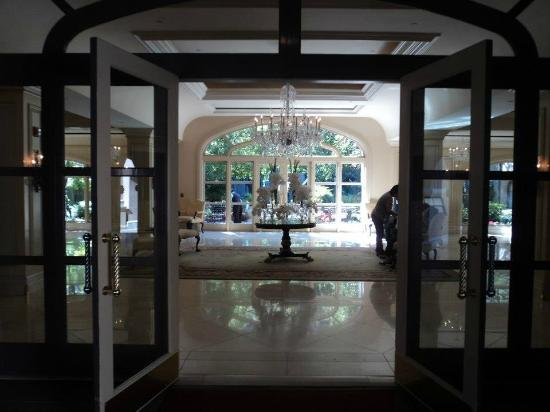 The Langham Huntington, Pasadena, Los Angeles: The entrance into the lobby area.