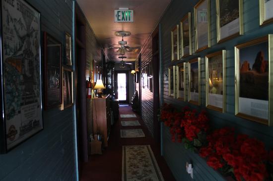 Villa Dallavalle: Pasillo de las habitaciones