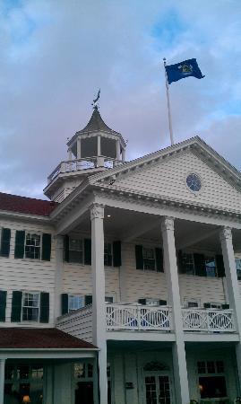 Colony Hotel: The Colony