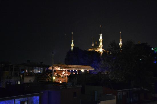 ‪أوسمانهان هوتل: View from rooftop at night