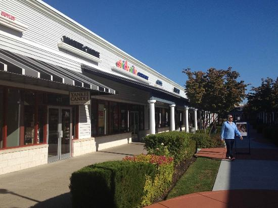 Leesburg Corner Premium Outlets: Yankee Candle Outlet & More