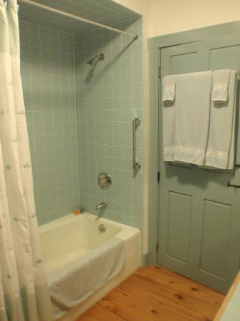 Deer Brook Inn: Schubet Suite bath