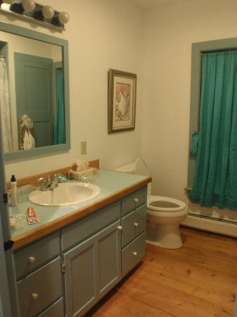 Deer Brook Inn: Schubert Suite bathroom