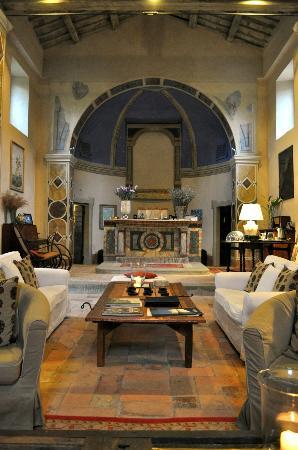 Borgo di Carpiano: La chiesa - ingresso