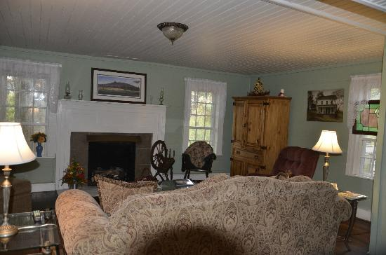 The Rockford Inn Bed and Breakfast: Common Room
