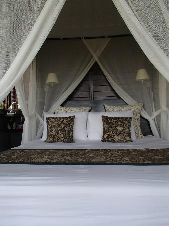 Villa Flow: Our Beautiful Bedroom in the Coconut House