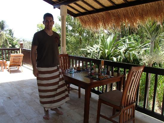 Villa Flow : Eating in our own Private Deck in the Coconut House