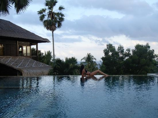 Villa Flow : Swimming with a Gorgeous View