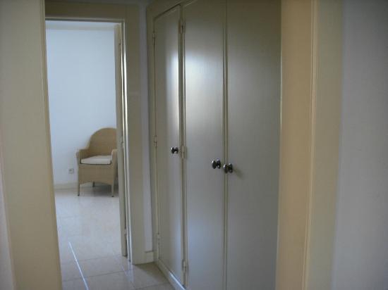 Algardia Apartments: wardrobe
