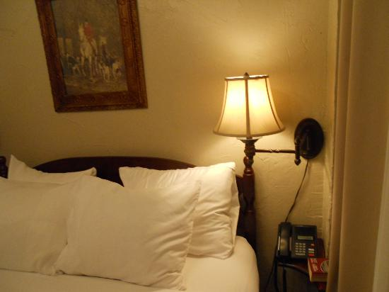 The Old English Inn: bed, lamp located bedside