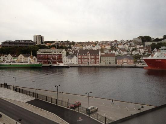 Best Western Plus Victoria Hotel: view from Vitoria Hotel to the harbour
