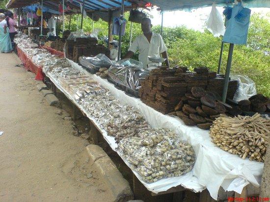 Koneswaram Temple: Sweets stalls on the way