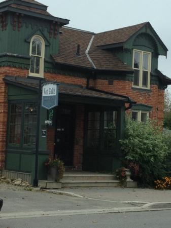 Van Galis Cafe & Inn: quiet and quaint