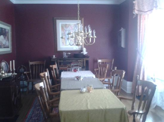 The Blue Spruce B&B: Breakfast area