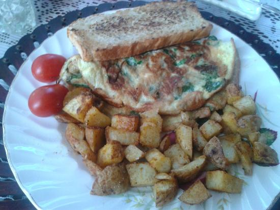 The Blue Spruce B&B: Day 2 - Spinach Omelette with Rosemary Bread and Homemade Hashbrowns.