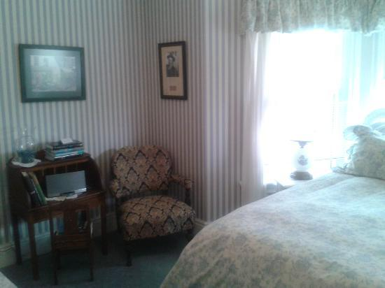 The Blue Spruce B&B: Writer's Room (where I stayed)