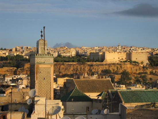 Ryad 53: Blick von der Dachterrasse aus die Medina - Sonnenuntergang. 