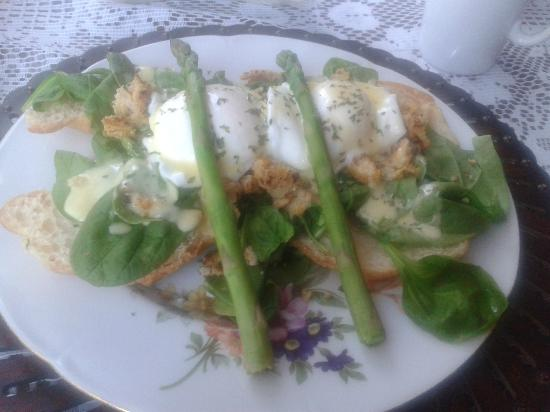 The Blue Spruce B&B : Eggs Benedict (Vegetarian), on a croissant with chick pea mix, spinach and asparagus. Mmmmmm