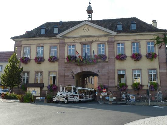 BEST WESTERN Hotel le Schoenenbourg: main gate Riquewihr
