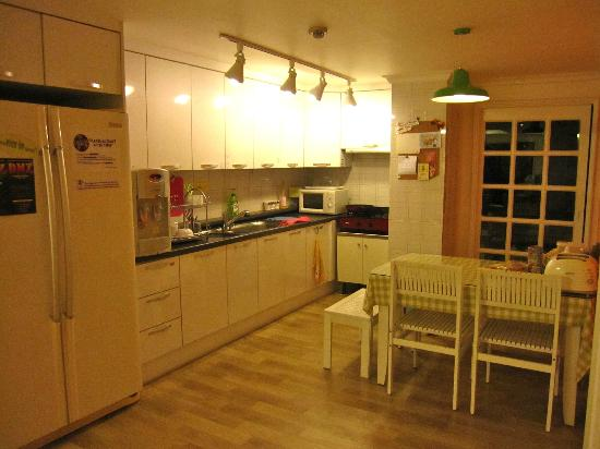Namu Guesthouse: Dining / Kitchen
