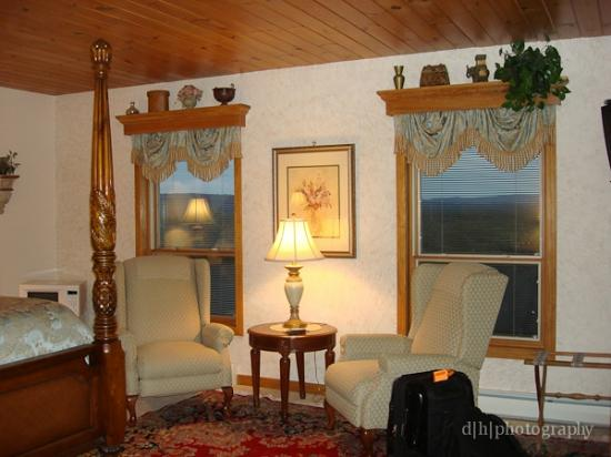 West Winds Inn: windows in room overlooking the valley