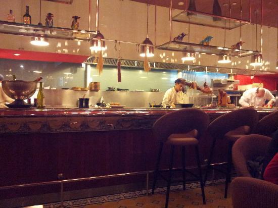 Pullman Bangkok Grande Sukhumvit: Tapas & Vino restaurant